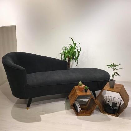 *ウィンターセールのご案内と、しなやかなフォルムが美しい高級感溢れるソファのご紹介*