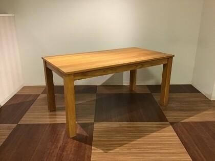 ロングセラーのダイニングテーブル