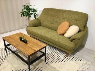 グリーンの色合いが可愛いハイバックソファ